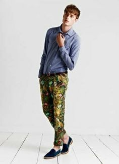 Love the print on these pants ! Completes the outfit ! The colour of the shirt with the pants just works really well.