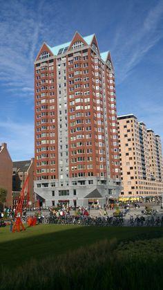 De Statendam is een gebouw aan de Binnenrotte in Rotterdam. Het gebouw werd tussen 2007 en 2009 gebouwd en is ontworpen door Hans Kollhoff. De architect liet zich bij het ontwerp inspireren door het woongebouw De Compagnie op de Kop van Zuid dat hij eerder ontwierp. De Statendam is 73 meter hoog met 22 verdiepingen. In het gebouw vindt men 124 woningen, zoals appartementen, penthouses en maisonnettes.
