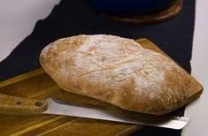 Ett grymt gott bröd som du snabbt och enkelt slänger ihop med få ingredienser. På bara en timme har du ett nybakat bröd serverat. Inget ska knådas eller jäsas långa stunder och JA brödet smakar underbart! Perfekt när du snabbt vill ha ett gott bröd till frukost eller som tillbehör till maten. Billigt och gott …