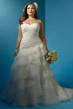 "Robe de mariée grande taille  Robe ""2123"", 990 euros, jusqu'au 58, Alfred Angelo"