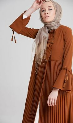 Skirt Long Formal Chic 31 Best Ideas - Outfits for Work Islamic Fashion, Muslim Fashion, Modest Fashion, Trendy Fashion, Fashion Dresses, Fashion Brands, Hijab Style, Hijab Chic, New Hijab