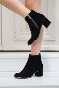 Kalın Topuklu Siyah Süet Bot Modeli TLT12019 Heeled Boots, Boot Heels, Ankle Boots, Thick Heels, Fashion Outfits, Womens Fashion, Your Shoes, Black Suede, Me Too Shoes