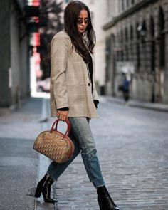 For the woman who does not shy away from wearing her true colours as an extension of herself, the iconic Dior Trotter Rasta Bowler Bag is a modern must-have. Own a piece of our trending Logomania collection. Dior Saddle Bag, Dior Addict, Naomi Campbell, Vintage Bags, Her Style, Christian Dior, Must Haves, Trotter, Fendi