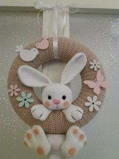 Guirlanda Páscoa ideias 13 ideen ostern Guirlanda De Páscoa Para Decorar A Casa Bunny Crafts, Easter Crafts For Kids, Felt Crafts, Diy And Crafts, Easter Decor, Easter Centerpiece, Easter Table, Easter Party, Spring Crafts