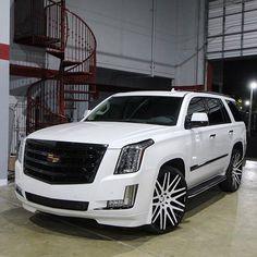 I'm a sucker for this marvellous luxury car rolls royce Jeep Wagoneer, Best Luxury Cars, Luxury Suv, Cadillac Escalade, Suv Cars, Sport Cars, Custom Trucks, Custom Cars, Custom Wheels