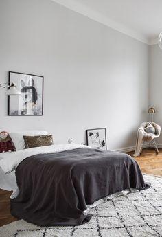 Classy home with a black ceiling - via Coco Lapine Design