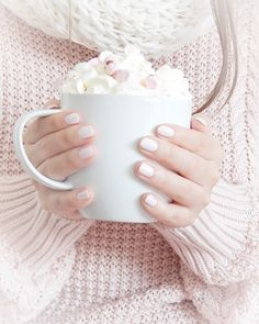 There is nothing that I love more on this rainy Sunday. then a cozy sweater a delicious cup of hot chocolate and marshmallows watching a… Pretty Pastel, Pastel Pink, Flatlay Instagram, Instagram News, Pink Instagram, Imagenes Color Pastel, Tumblr Feed, Tout Rose, Deco Rose