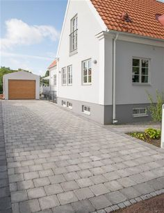 Marksten Grändplatta grå 28x28x7 cm | Flisbyab.se House Paint Exterior, Exterior House Colors, Exterior Design, Garden Tiles, Stone Driveway, Facade House, House Facades, Paint Colors For Home, Small House Plans