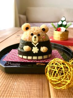 kawaii japanese food - rice bear in traditional kimono Japanese Sauce, Japanese Food Art, Japanese Sushi, Japanese Sweets, Kawaii Bento, Cute Bento, Animal Shaped Foods, Cute Food, Yummy Food