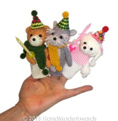 NOTE: You will receive the PATTERN to make your own toys NOT the finished toys! What a lovely Finger Puppets! The Puppets are so cute and so pretty.... The sweet puppies are a gang of six: The Poodle with her pink gingham bib, the fox terrier with his green scarf, the pug with his knitted turquoise bow, the dalmatian with red bow, the boston terrier with blue gingham bow and the schnauzer with yellow scarf, they have lovely party hats made with colour felt and pompom detail. The finger pu...