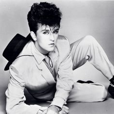 Steve Strange (May 28, 1959 - February 12, 2015) British singer and frontman of the band Visage.