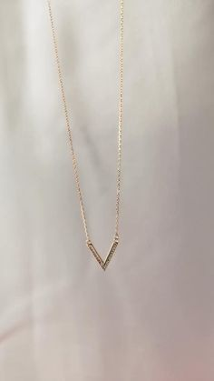 Dainty Jewelry, Women's Jewelry, Cute Jewelry, Jewelry Trends, Silver Jewelry, Gold Mangalsutra Designs, Gold Jewellery Design, Initial Necklace, Gold Necklace