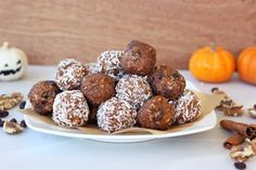 No bake pumpkin spice balls ... wow, these sound REALLY good. :)
