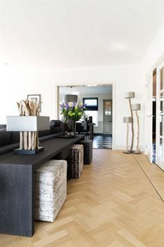 Perfectly Design Living Room Design with These Beautiful Far.- Perfectly Design Living Room Design with These Beautiful Farmhouse Sofa Tables – GoodNewsArchitecture - Home Design Living Room, Living Room Sofa, Home And Living, Living Room Decor, Small Living, Farmhouse Sofa Table, Table Behind Couch, Design Salon, Sofa Tables