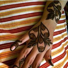 Red Henna, Henna Mehndi, Mehendi, Pakistani Mehndi Designs, Mendi Design, K Ring, Heena Design, Beautiful Mehndi, Mehndi Images