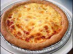 Receita de Quiche lorraine - Ingredientes:, massa, 200 g de farinha de trigo, 90 g de manteiga, 1 ovo, 1 colher de sopa de água, pitada de sal, recheio, 1 e 1/4 de xícara de creme de leite, 3 ovos, 6 fatias de bacon, 100 g de queijo gruyére, sal e pimenta do reino, noz-moscada