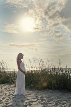 Google Image Result for http://www.babylifestyles.com/images/photography/beach-maternity-photography-christi-falls-holly/christi-falls-beach-maternity-shoot-05.jpg