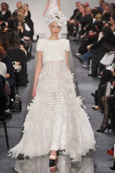 Chanel Spring 2009 Couture Fashion Show Collection: See the complete Chanel Spring 2009 Couture collection. Look 63 Chanel Fashion, Couture Fashion, Paris Fashion, Runway Fashion, Fashion Show, Fashion Design, Chanel Wedding Dress, Couture Wedding Gowns, Wedding Dresses