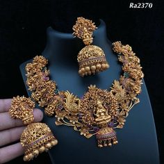 Fulfill a Wedding Tradition with Estate Bridal Jewelry Jewelry Design Earrings, Gold Earrings Designs, Gold Jewellery Design, Necklace Designs, Jewelry Stand, Handmade Jewellery, Gold Temple Jewellery, Antique Jewellery Designs, Gold Jewelry Simple