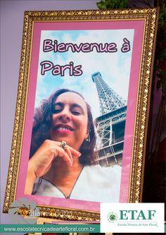 Val du Arte posando na Torre Eiffel – Paris.