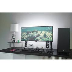 """310 Likes, 4 Comments - Mal - PC Builds and Setups (@pcgaminghub) on Instagram: """"One of my all time favorites. So clean and easy on the eye! By: u/HooningIsntACrime. Check out…"""""""