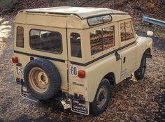 // 1978 Land Rover 88 Santana