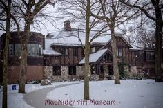 Between appointments today, I had the urge to go and take a photo of Mason City's wonderful museum. It's the MacNider Art Museum located next to the library. I do hope more of the residents of Mason City and North Iowa take time to visit the museum on a regular basis. It is a memorable experience. Every time I go there, which is not enough...