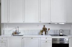 A light apartment in warm tints - via Coco Lapine Design blog