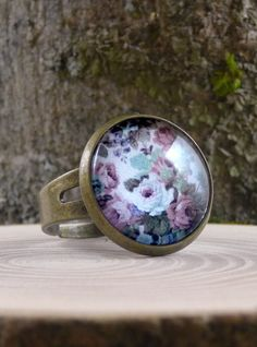 Flowers ring, Mauve gray pink flower ring, Bloom ring, Glass dome ring, Shabby chic floral ring, Antique brass ring, Picture ring