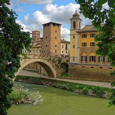 Rome : Ponte Fabricio / Isola Tiberina / Fiume Tevere
