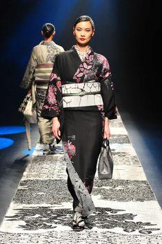 JOTARO SAITO ジョウタロウ サイトウ | Amazon Fashion Week TOKYO Kimono Dress, Kimono Top, Rakuten, Kimono Pattern, Japanese Textiles, Japanese Embroidery, Oriental, Vogue, My Style