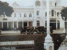 Memoria de ciudad: Carrera 8va. entre calles 19 y 20. Donde en la actualidad se encuentra el Centro Comercial Bolívar Plaza y el edificio de Bancolombia, que aún conserva parte de su estructura original.