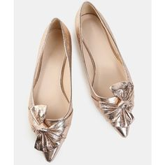 Metallic Bow Pointy Flats ROSE GOLD ($26) ❤ liked on Polyvore featuring shoes, flats, gold, pointy toe shoes, metallic pointed toe flats, rose gold flat shoes, bow flats and flat pumps