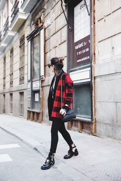 Checked_Cardigan-Black_And_Red-Balenciaga_Boots-Outfit-Rebecca_Minkoff-Quilted_Bag-Street_style-15