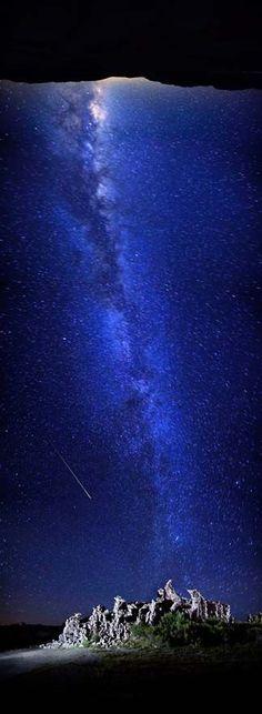 Meteor shower at Mono Lake