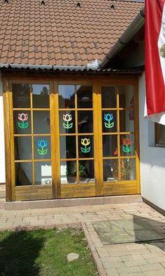 :) do okna Handmade Ideas, Flower Crafts, Spring Flowers, Techno, Outdoor Decor, Home Decor, Windows, Spring, Bricolage