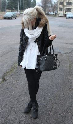 the outfit is definitely chic, but I'm all about the blonde hair! :)