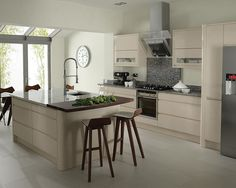 A Remo Beige High Gloss Kitchen Design Idea http://www.diy-kitchens.com/kitchens/remo-beige/details/