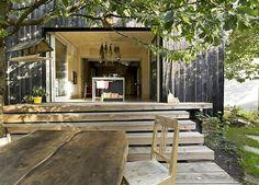 Ohořelá fasáda je tradiční japonskou technikou impregnace dřeva proti hmyzu a houbám.
