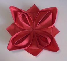 Video: Ubrousek ve tvaru vánoční hvězdy :http://www.4myhome.cz/video-ubrousek-ve-tvaru-vanocni-hvezdy/
