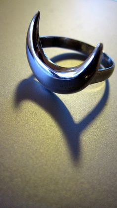 ☆ Crescent Moon Ring :¦: Shop: Themodernwitch ☆
