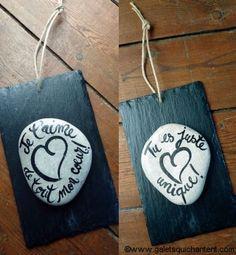 """L'harmonie de l'ardoise et du galet pour cette jolie plaque  au message tendre à offrir à l'être cher.  Deux messages au choix :""""Je t'aime de tout mon cœur ! ou  Tu es juste unique!""""  Un cadeau original pour séduire avec un objet unique!"""