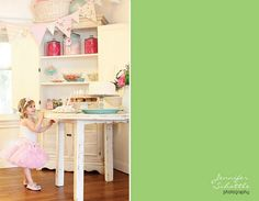 Such a sweet VINTAGE BALLERINA party! Found via http://www.karaspartyideas.com/2012/01/vintage-ballerina-3rd-birthday-party.html