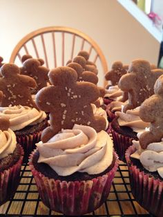 Gingerbread Cupcakes #gingerbread #holidays #cupcakes Pull Apart Cupcake Cake, Cupcake Cakes, Gingerbread Cupcakes, Food And Drink, Holidays, Desserts, Recipes, Ideas, Gingerbread Cookies