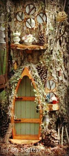 Green lakeside door. 5 of our favorite fairy doors to inspire you | fairiehollow.com