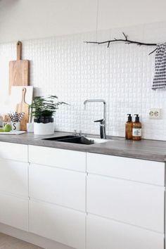 Flisene er av merket porcelonsa(italiensk) og heter Oxo Mosaic Blanco 30x90 . Våre fliser er kjøpt på Fagflis Haugaland