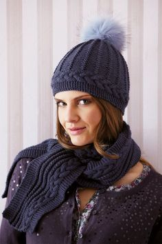 Cable scarf and hat with faux fur pompom - free knitting instructions Cable scarf and hat with faux fur pompom Always wanted to be able to knit, yet undecided where do you start? This specif. Knitting Patterns Free, Knit Patterns, Free Knitting, Free Pattern, Knitting Needles, Knitting Yarn, Crochet Beanie, Knitted Hats, Knit Crochet