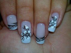 While flower nails with French manicure Great Nails, Cute Nails, My Nails, French Nail Art, French Tip Nails, French Pedicure, French Tips, French Manicures, White Pedicure