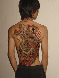 Belle Yakuza tattoo designs and ideas Kunst Tattoos, Tattoos Skull, Girl Tattoos, Tattoos For Guys, Sleeve Tattoos, Tattoos For Women, Tatoos, Yakuza Style Tattoo, Tattoo Mafia