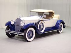 Packard Motor Cars…the best motorcars ever made in the US…first car with AC lots of other innovations, hand made, even into the was a shame when they collapsed in all because of Studebaker… Source by anvilmagazine Retro Cars, Vintage Cars, Antique Cars, Auto Jeep, Automobile, Classy Cars, First Car, Amazing Cars, Hot Cars